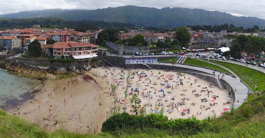 Una web informa en tiempo real sobre el aforo en las playas de Asturies