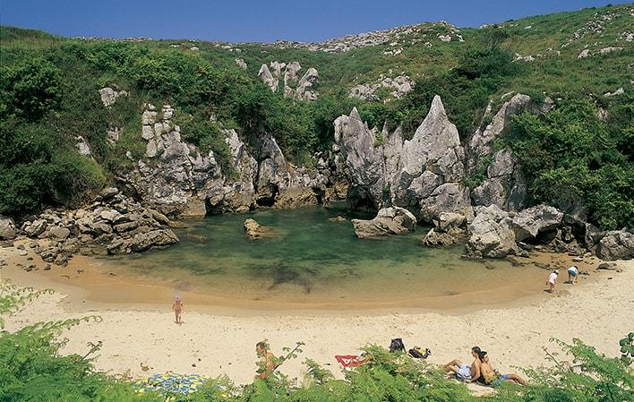 ¿Sabías que Asturias tiene la playa más pequeña del mundo?