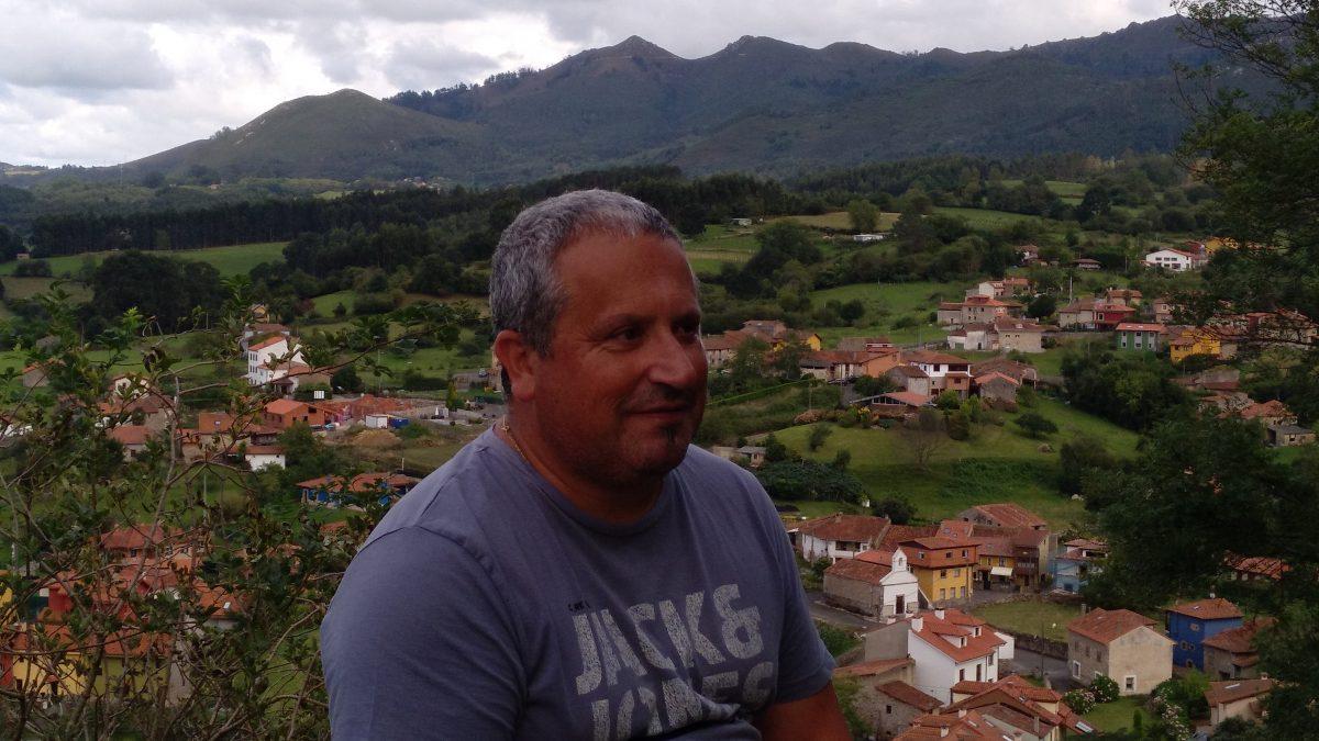 Xandru Martino: «Podría dicivos una playa pa pasar el día pero ye pequeña y nun quiero que se masifique»