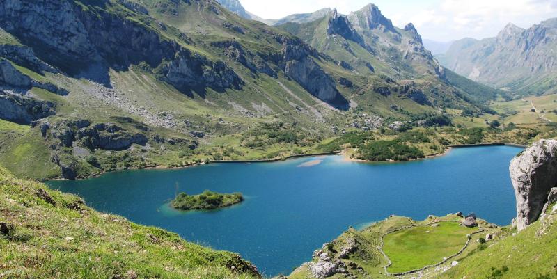 Lago del Valle, el mayor lago de Asturias y de toda la Cordillera Cantábrica.