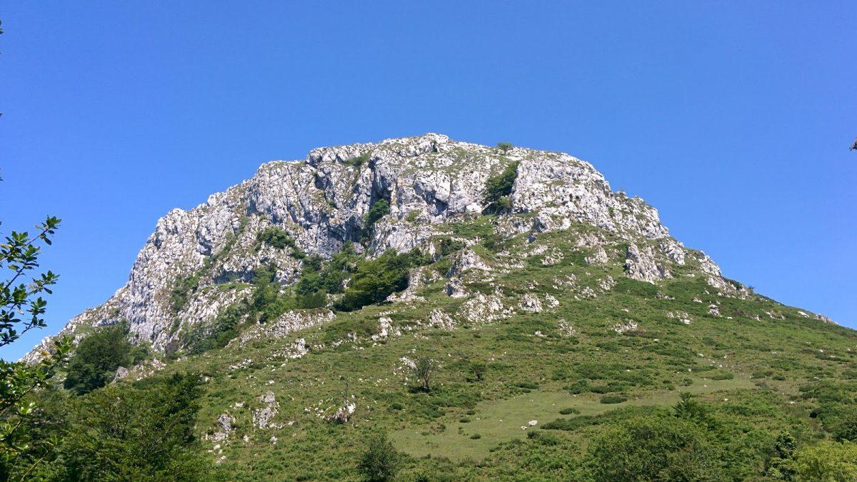 La Mota Cetín, unas vistas vertiginosas del Oriente asturiano.