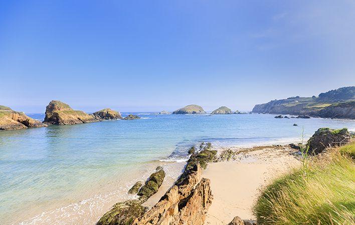 Playa de Porcía, la playa que comparten El Franco y Tapia